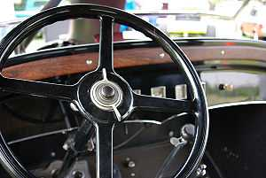 Steering wheel of a Graham-Paige Model 613.