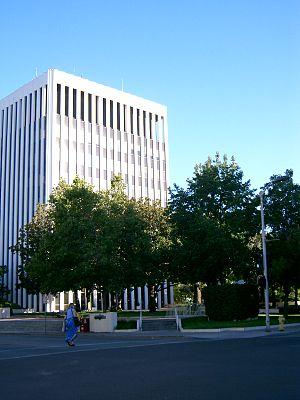 Photograph of Palo Alto City Hall.