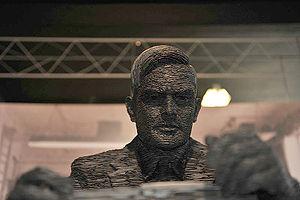 Nederlands: Leistenen beeld van Allan Turing, ...