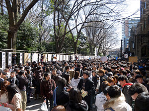 English: A crowd has gathered to take part of ...